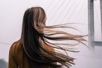 Τριχόπτωση: Οι καλύτερες βιταμίνες & συμπληρώματα διατροφής για να σώσετε τα μαλλιά σας αυτό το Φθινόπωρο